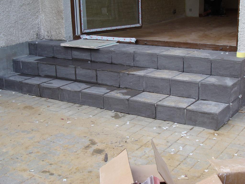 Budowa schodów i opłytkowanie