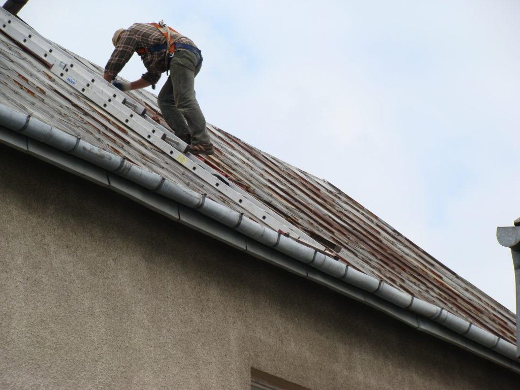 bezpieczna praca na dachu