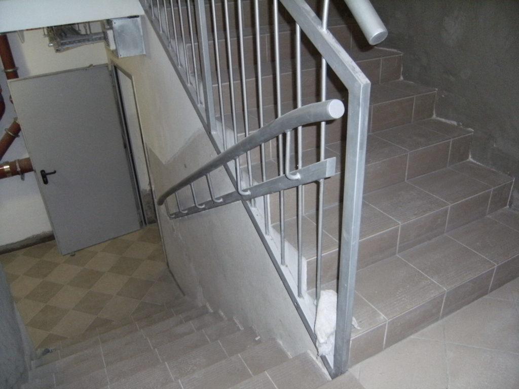 tynk na klatce schodowej
