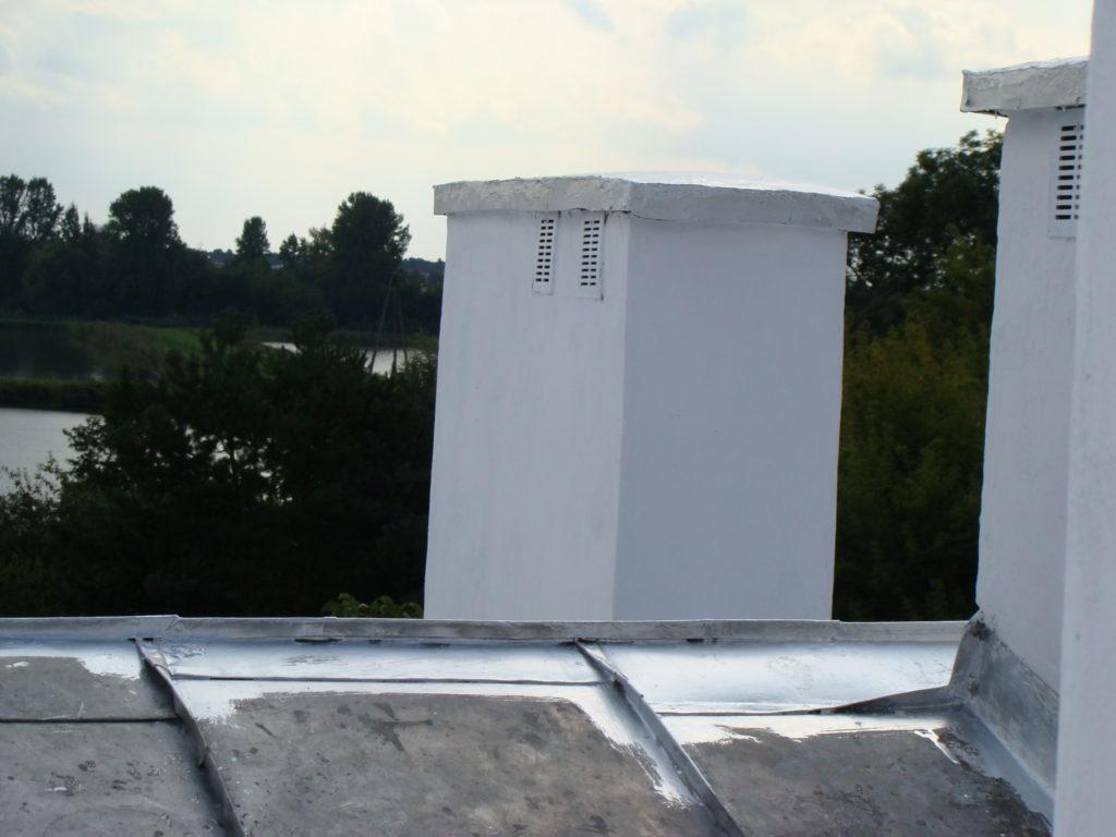 Obróbki blacharskie na dachu