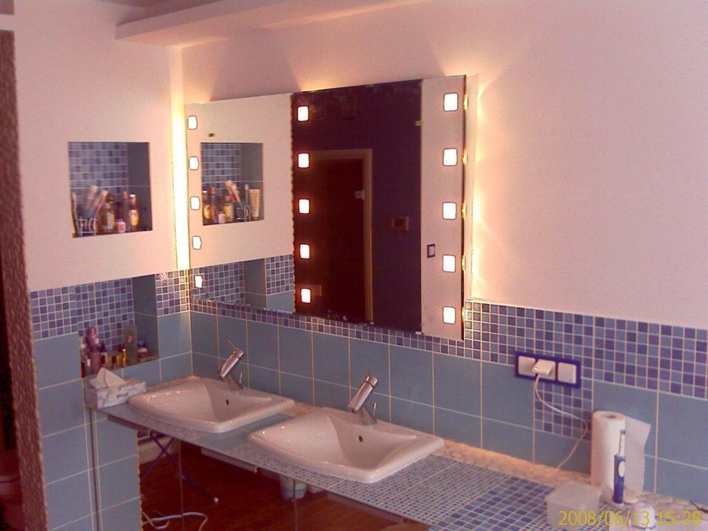 Oświetlone lustro w łazience