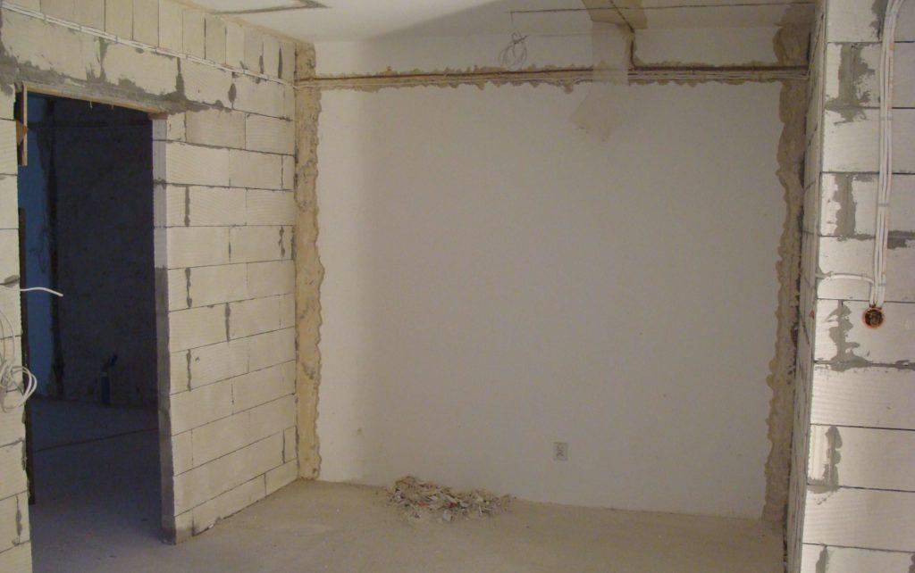 ułożenie kabli na ścianę