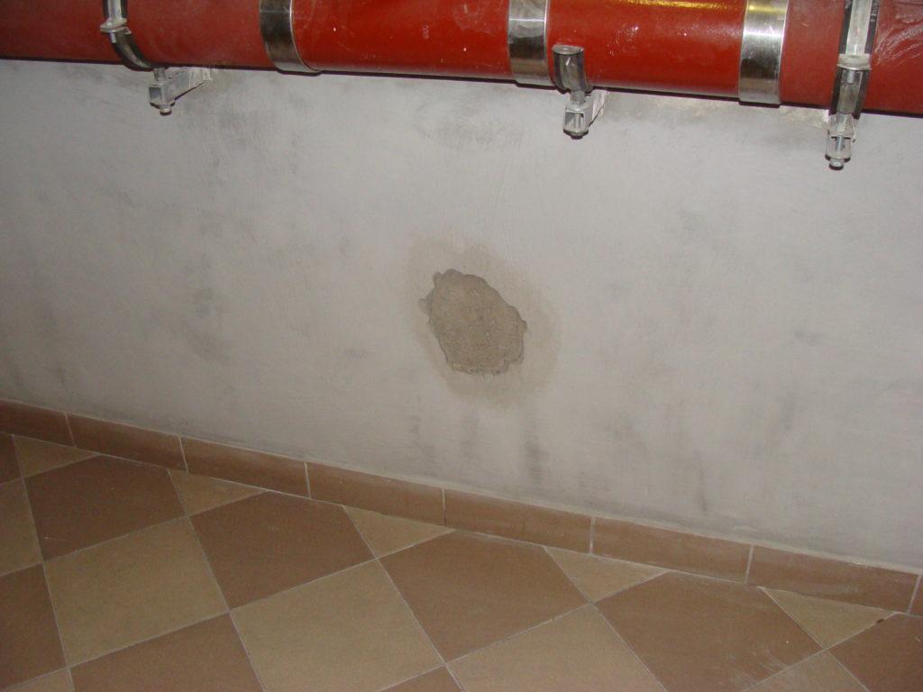 woda zniszczy ścianę nośną budynku