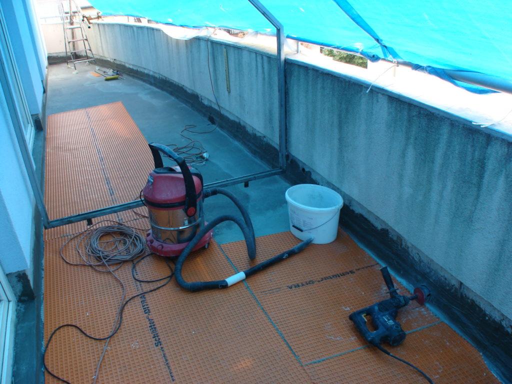 spust wody z balkonu