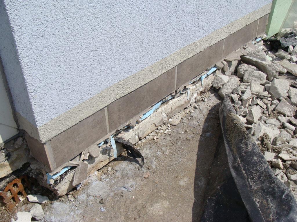 sprawdzanie dziur w ścianie