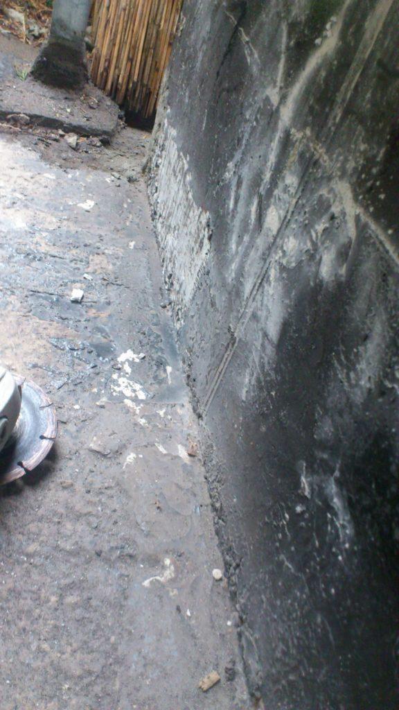 zdzieranie papy z muru