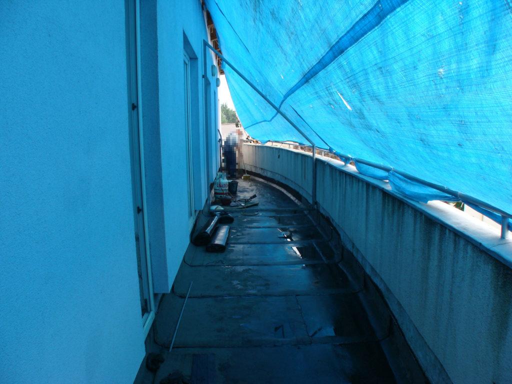 nałożenie papy na balkonie