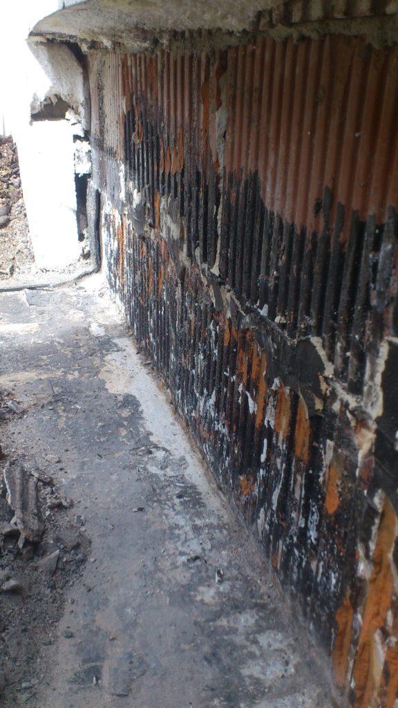 skucie fasety i oczyszczenie muru
